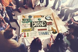 Design-Trends: Geometrie und gebrochene Buchstaben