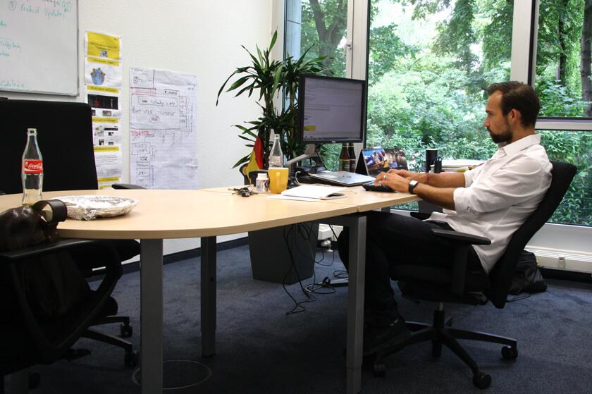 Inside Trusted Shops – Hendrik Lennarz – Executive Director Product & Technology - am Arbeitsplatz