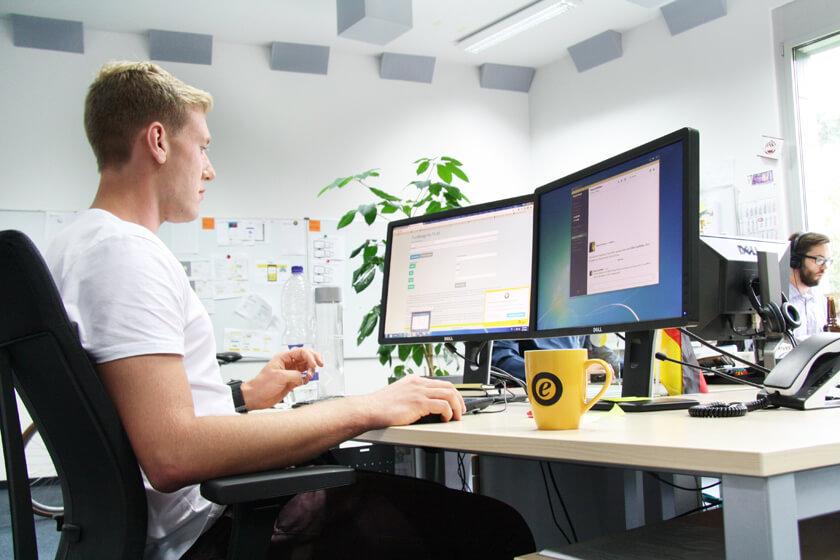Inside Trusted Shops – Hendrik Lennarz – Executive Director Product & Technology - Mitarbeiter von Trusted Shops bei der Arbeit