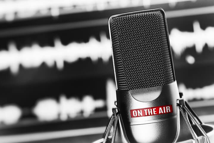 8 frische Podcasts, die ihr euch reinziehen solltet